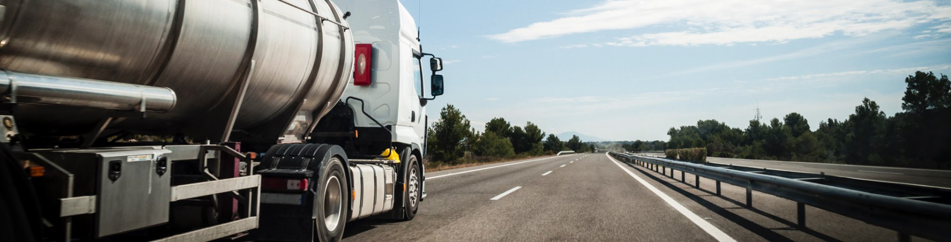 features-benefits-truck-on-the-road